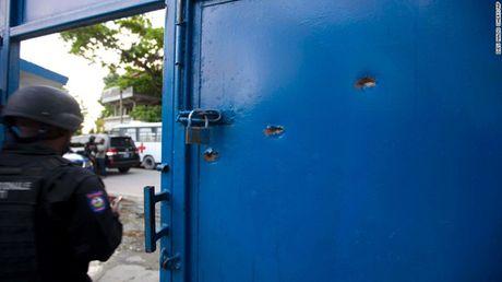 Hon 170 tu nhan vuot nguc o Haiti - Anh 1