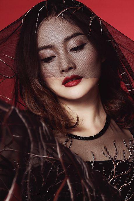Lan Phuong ma mi trong ao dai chu de Halloween - Anh 4