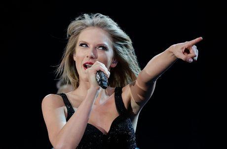Taylor Swift hat hit cua Calvin Harris trong dem dien duy nhat nam 2016 - Anh 1