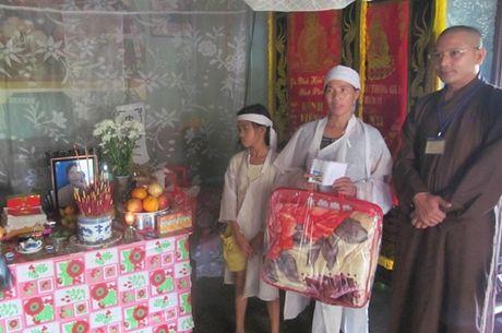 Chua Tu Van ho tro nguoi dan vung lu Quang Binh - Anh 1