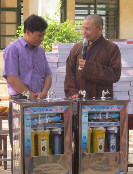 Chua Tu Van ho tro nguoi dan vung lu Quang Binh - Anh 5