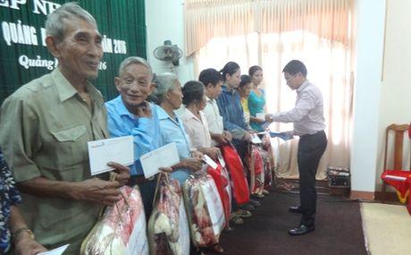 VietinBank ho tro nhan dan vung lu Quang Binh 3 ty dong - Anh 2