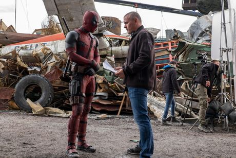Dao dien 'Deadpool' nay sinh bat dong voi Ryan Reynolds - Anh 1