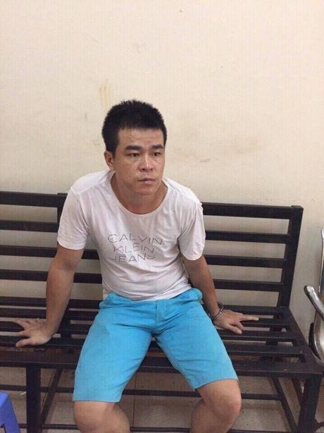 Bat doi tuong mang sung co 6 vien dan da len nong - Anh 1