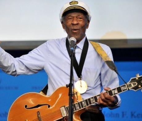 Huyen thoai rock Chuck Berry tron 90 tuoi: Than tuong cua Beatles, Rolling Stones - Anh 2