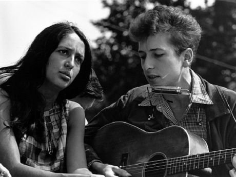 Bob Dylan voi canh nguyet que va dan lyre - Anh 3