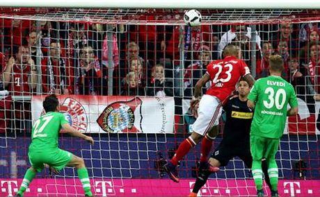 Vidal toa sang, Bayern thang de Moenchengladbach - Anh 1