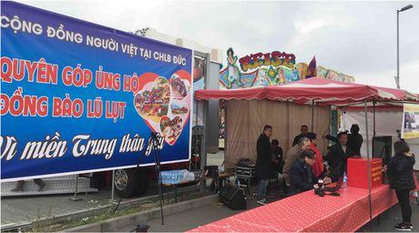 Nguoi Viet tai Duc phat dong keu goi quyen gop, ung ho mien Trung - Anh 2
