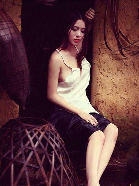 'Bong mat' ngam hot girl Linh Miu dien ao yem khoe nguc cang day - Anh 5