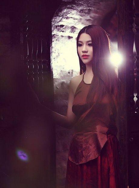 'Bong mat' ngam hot girl Linh Miu dien ao yem khoe nguc cang day - Anh 7