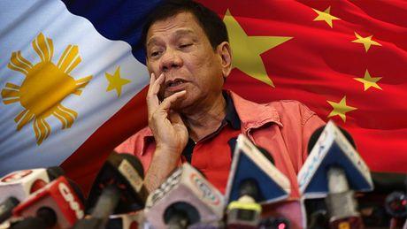 Duterte 'khoe' TQ rut ngu dan khoi bai Scarborough - Anh 1