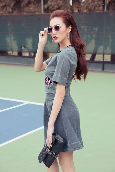 Khanh My tao bao khoe ao nguc tren san bong tennis - Anh 11