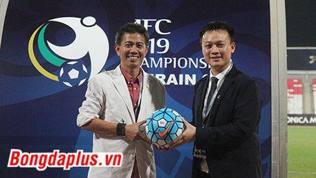 DIEM TIN TOI (24.10): Dai dien AFC tan tay trao qua dac biet cho U19 Viet Nam - Anh 1