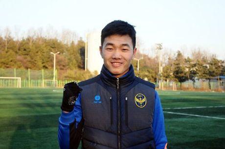 DIEM TIN TOI (24.10): Dai dien AFC tan tay trao qua dac biet cho U19 Viet Nam - Anh 2