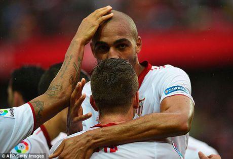 Cham dut chuoi tran bat bai cua Atletico Madrid, Sevilla len dinh La Liga - Anh 1