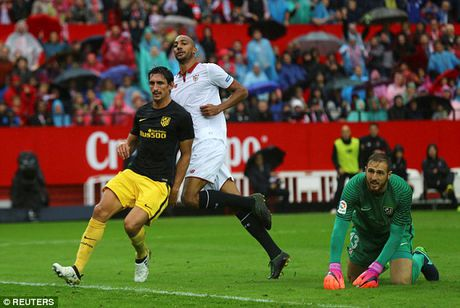 Cham dut chuoi tran bat bai cua Atletico Madrid, Sevilla len dinh La Liga - Anh 2