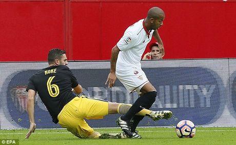 Cham dut chuoi tran bat bai cua Atletico Madrid, Sevilla len dinh La Liga - Anh 3