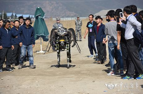 Kinh ngac dan robot chien dau-van tai cua sinh vien Trung Quoc - Anh 10