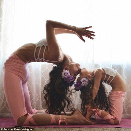 Man nhan xem ba me con tap yoga tap the - Anh 8