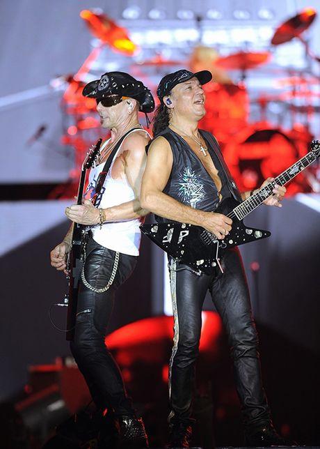 Ban nhac rock Scorpions chay het minh vi khan gia Ha Noi - Anh 3