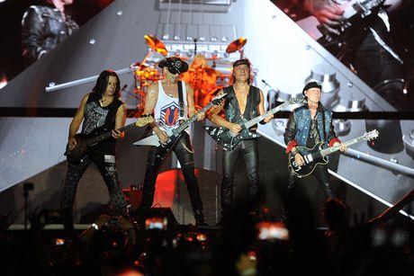 Ban nhac rock Scorpions chay het minh vi khan gia Ha Noi - Anh 7