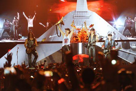 Ban nhac rock Scorpions chay het minh vi khan gia Ha Noi - Anh 9
