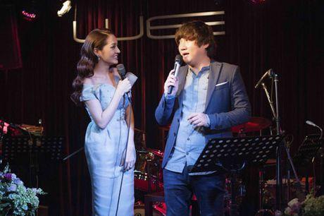Mac mua bao, khan gia van den dong kin dem nhac cua Bao Anh & Mr.Siro - Anh 2