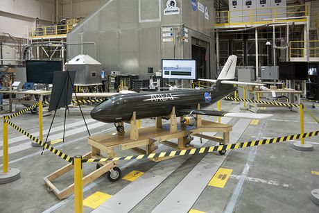 NASA thiet ke dau canh gap mo ngay khi dang bay, giup tang hieu nang va tinh nang cho may bay - Anh 1