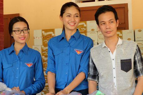 Hoa hau My Linh, A hau Thanh Tu van dong quyen gop 330 trieu cho dong bao lu lut - Anh 5