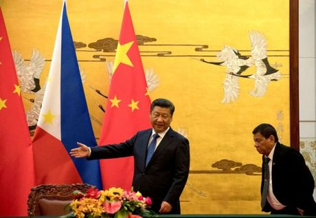 Ong Duterte noi sai ve Bien Dong, Philippines ganh hau qua nghiem trong? - Anh 1