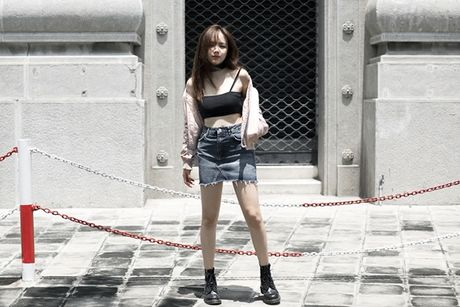 Phuong Ly mix 3 kieu voi ao nguc the thao - Anh 1