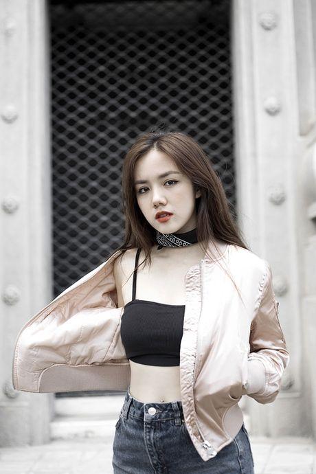 Phuong Ly mix 3 kieu voi ao nguc the thao - Anh 2