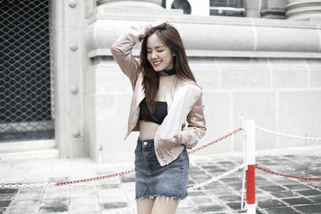 Phuong Ly mix 3 kieu voi ao nguc the thao - Anh 3
