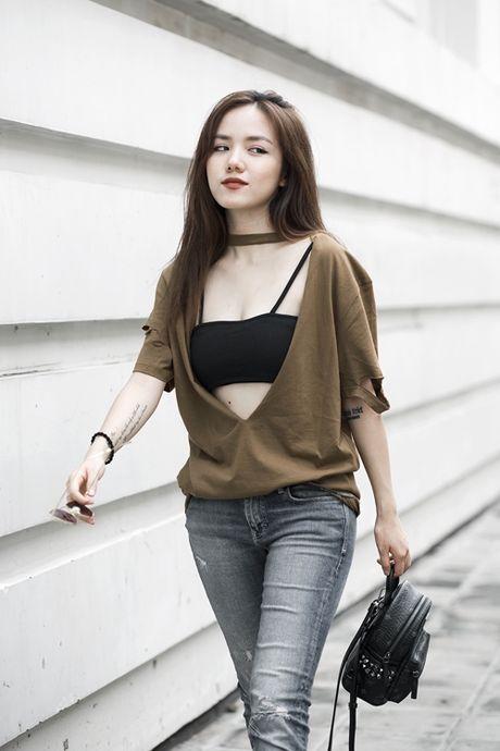 Phuong Ly mix 3 kieu voi ao nguc the thao - Anh 6