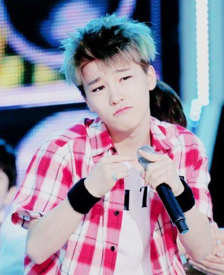2 idol Kpop sinh nam 1999 co ngoai hinh nhu tre con - Anh 7