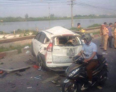 Tong cong ty DSVN: Tai nan do lai xe oto khong quan sat khi qua duong - Anh 1