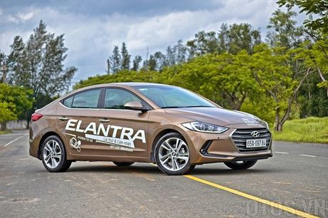 So sanh Huyndai Elantra va Mazda3: Chon xe Han hay xe Nhat? - Anh 1