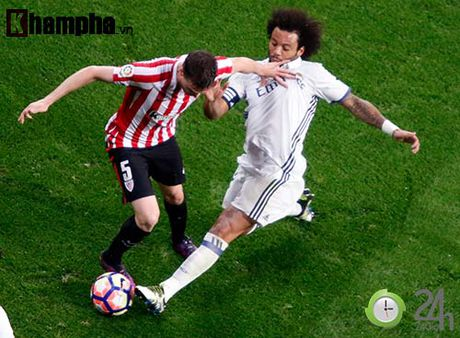 Noi buon Ronaldo & nu hon cua fan nu xinh Bilbao - Anh 11