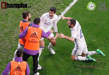 Noi buon Ronaldo & nu hon cua fan nu xinh Bilbao - Anh 13
