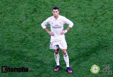 Noi buon Ronaldo & nu hon cua fan nu xinh Bilbao - Anh 14