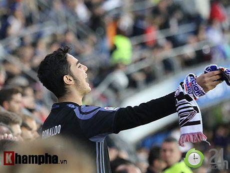 Noi buon Ronaldo & nu hon cua fan nu xinh Bilbao - Anh 5