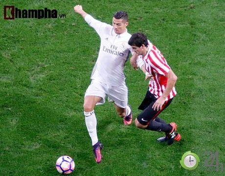 Noi buon Ronaldo & nu hon cua fan nu xinh Bilbao - Anh 7