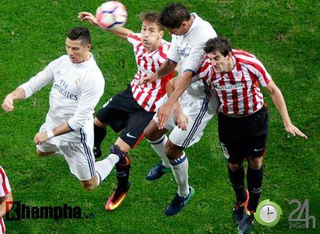 Noi buon Ronaldo & nu hon cua fan nu xinh Bilbao - Anh 8