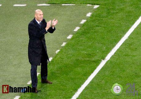 Noi buon Ronaldo & nu hon cua fan nu xinh Bilbao - Anh 9