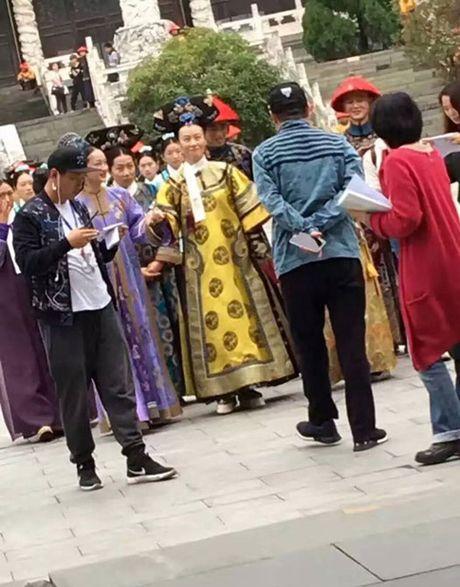 Ong xa Lam Tam Nhu kho chiu, chi thang mat phong vien vi bi deo bam - Anh 10