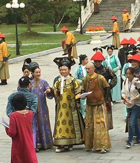 Ong xa Lam Tam Nhu kho chiu, chi thang mat phong vien vi bi deo bam - Anh 7
