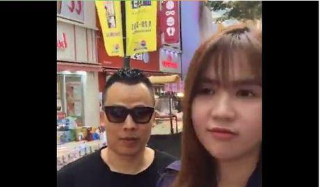 Clip nguoi Han dung dung khi thay Ngoc Trinh dao pho - Anh 1