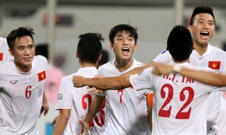 U19 Viet Nam hat vang mung chien thang cung cac CDV - Anh 1