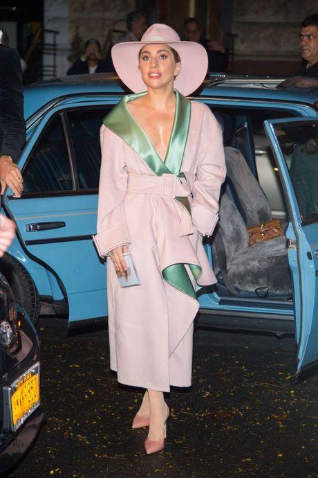 Lady Gaga va nhung trang phuc 'nong' nhat tuan qua - Anh 4