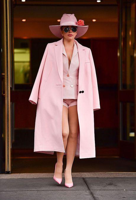 Lady Gaga va nhung trang phuc 'nong' nhat tuan qua - Anh 5